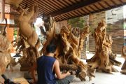 watch tradtional balinese wood carvers at work